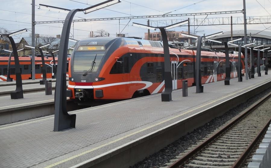 Elroni rongijuht päästis Rahumäel raudteel ekselnud väikelapse