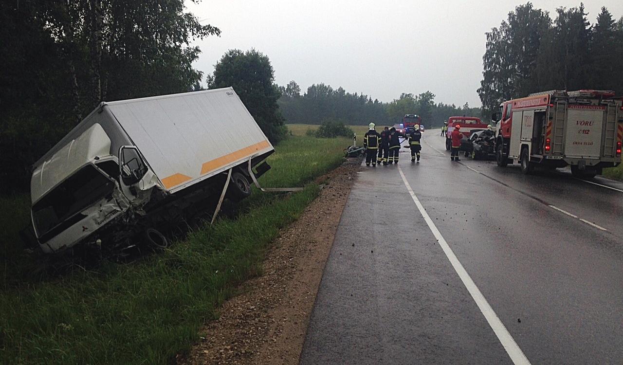 Võrumaal hukkus veoki ja sõiduauto kokkupõrkes noor naine