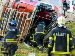 avarii-liiklusonnetus-rekka-75738589