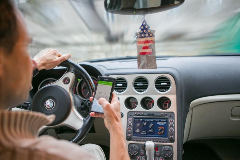 Kõrvalised tegevused autoroolis on jätkuvalt tõsine probleem