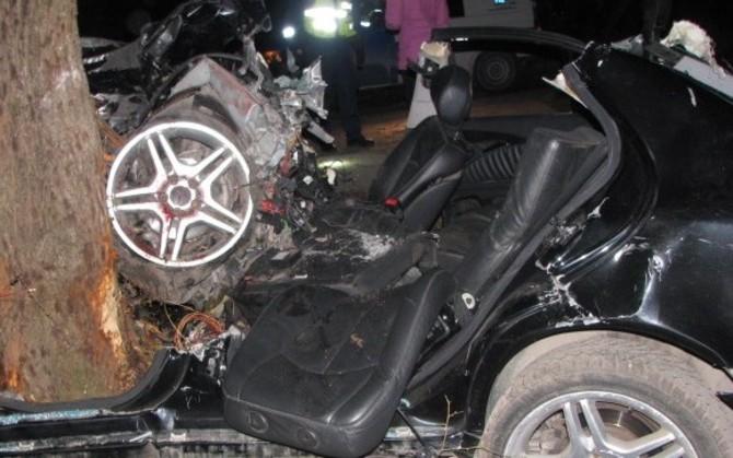 Läänemaal hukkus vastu puud sõitnud autos kaasreisija