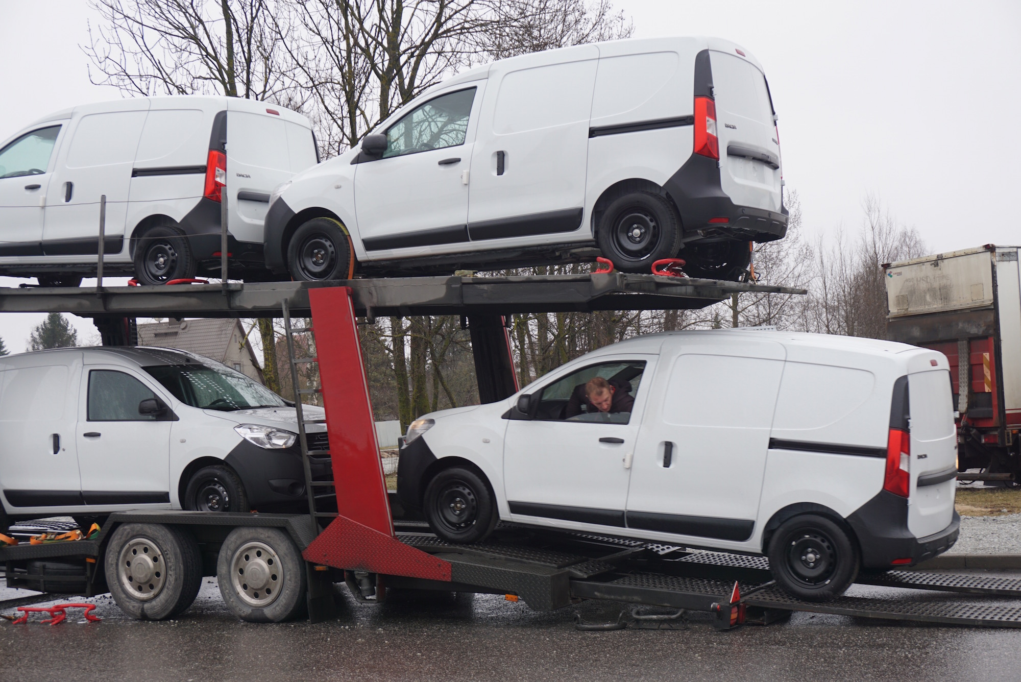 Omniva hangib suure koguse Renault' ja Dacia tarbesõidukeid