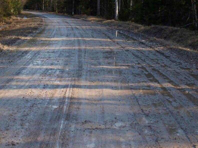 Lõuna-Eestis võivad kruusateed olla vihma tõttu raskemini läbitavad