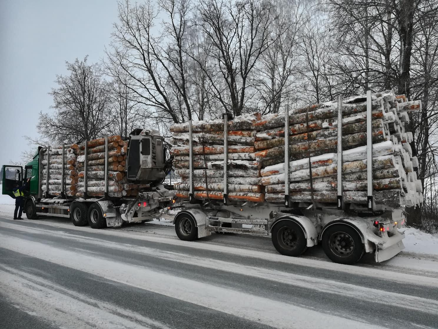 Lörtsi- ja lumesadu muudab teeolud Lõuna-Eestis keeruliseks