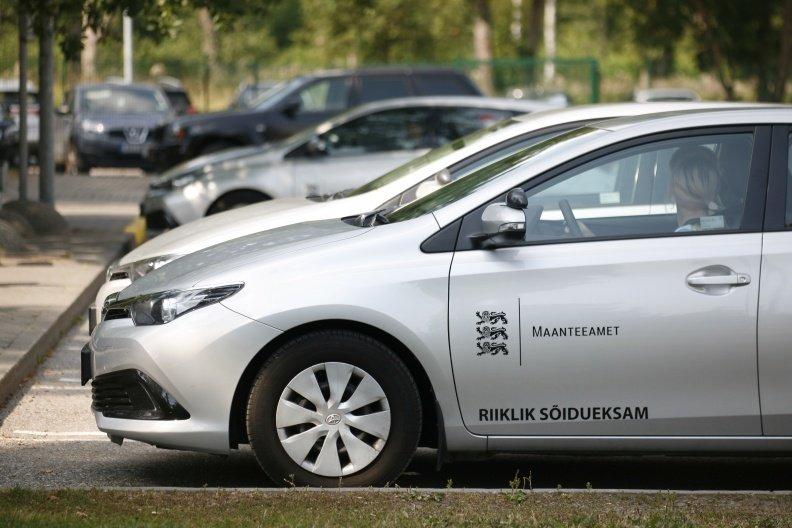 Nüüd saab B-kategooria sõidueksamit teha ka autokooli automaatkäigukastiga sõidukiga