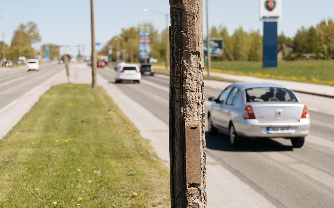 Peterburi tee tänavavalgustuspostid on kohutavas korras