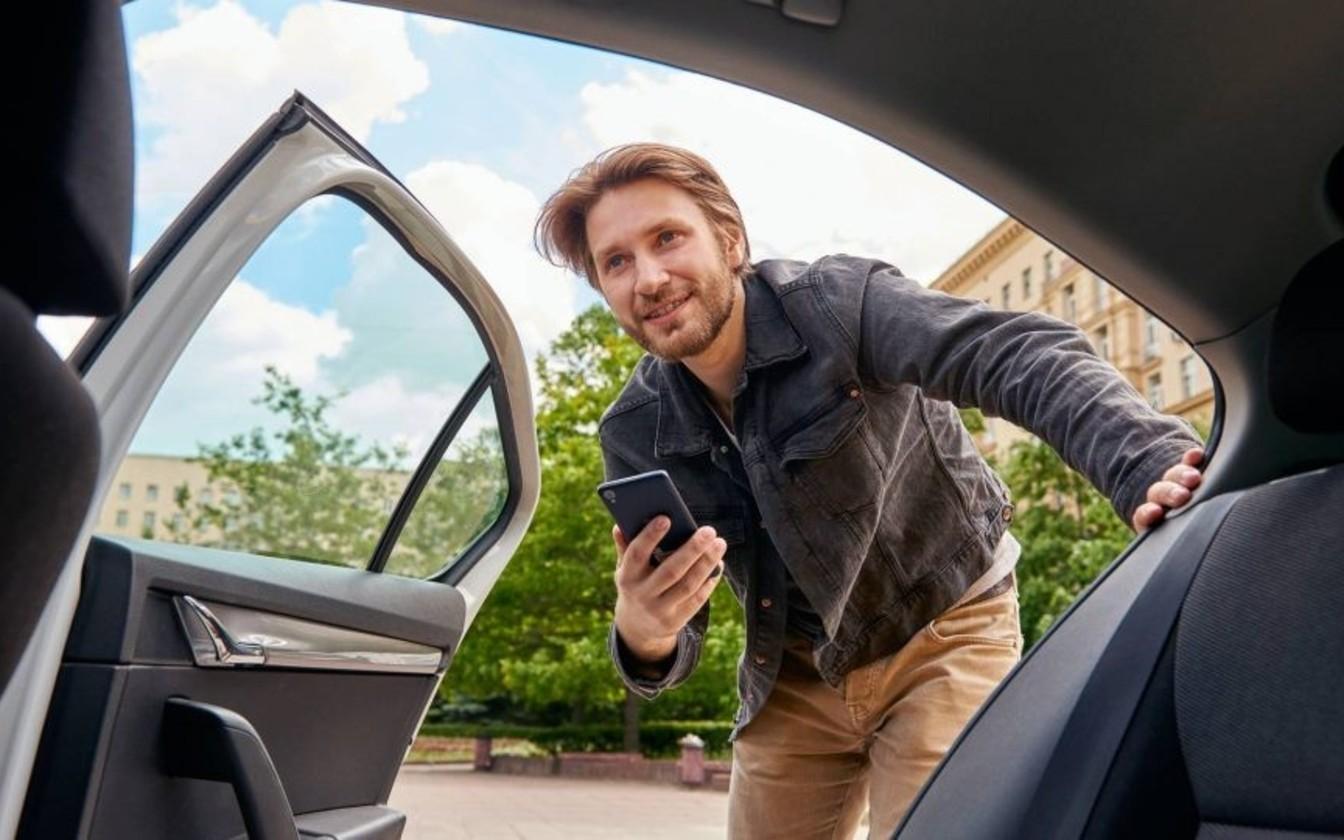 Uber kehtestas Tallinnas tipptundideks kõrgema taksi ja miinimumtasu