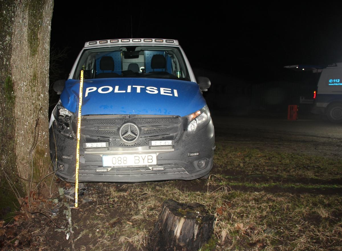 Politseipatrull sattus joobes juhti taga ajades avariisse